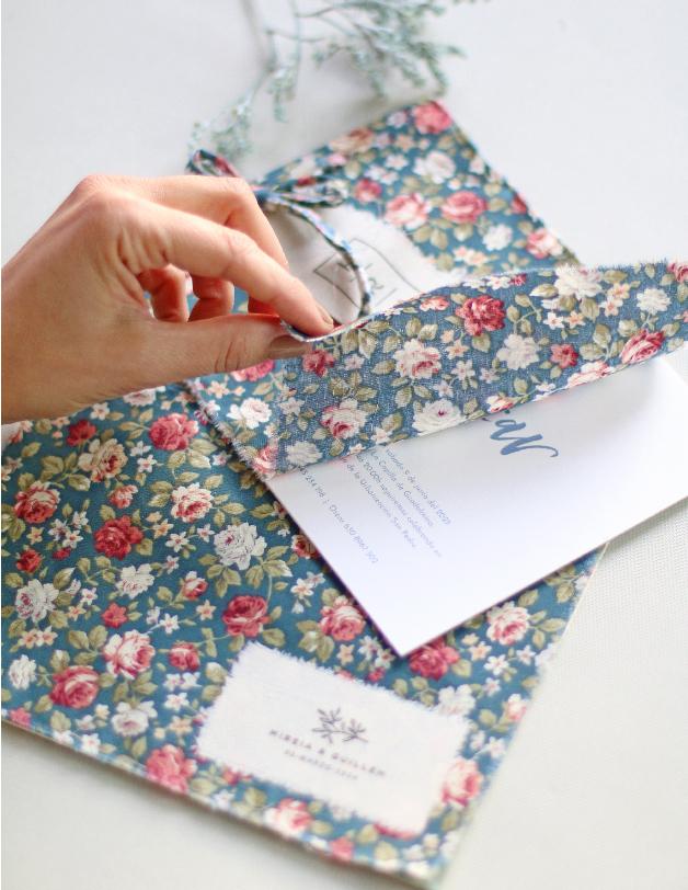 Tela y sellos de caucho - invitaciones de boda hechas a mano