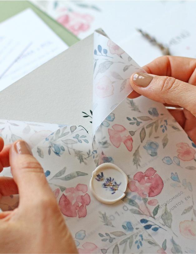 Papel vegetal con flores en acuarelas - invitaciones de boda hechas a mano